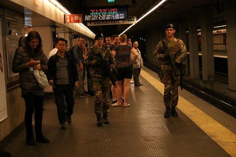 Esercito, Strade Sicure: Lancieri di Montebello intervenuti in grave incidente metro Roma Eur
