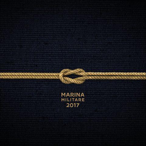 """Marina, calendario 2017: """"Un giorno lungo un anno"""" negli scatti degli stessi marinai"""
