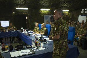 il-generale-di-brigata-paolo-ricco-durante-una-fase-del-briefing