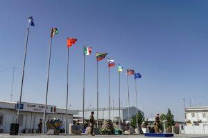 il-saluto-sul-piazzale-bandiere-di-camp-arena