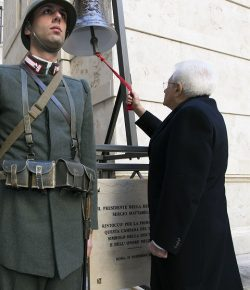 Esercito: la Campana del Dovere inaugurata dal Presidente Mattarella