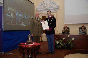 il-generale-graziano-premia-degli-allievi