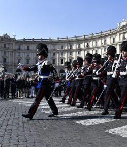 Granatieri di Sardegna: i reparti in armi sfilano venerdì in onore del benefattore Duca di San Pietro