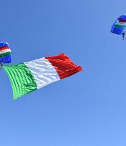Esercito, rgt Savoia Cavalleria (3°): cittadinanza onoraria di Grosseto all'ombra di un Tricolore da 150 metri quadrati