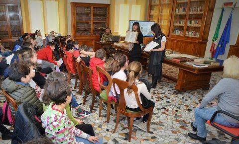 CESIVA. Biblioteca, museo e cisterne romane: 140 anni di storia nella visita dei bambini delle elementari Cialdi di Civitavecchia