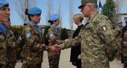 UNIFIL: il saluto ai caschi blu italiani del CaSMD gen Graziano, in Libano per accompagnare il ministro Pinotti in visita ufficiale