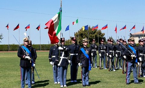 Scuola Sottufficiali, Esercito: a Viterbo passaggio dello spadino e giuramento per il 19° corso Saldezza. Foto