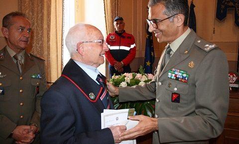 Esercito, CME Puglia: Croce al Merito di Guerra al figlio novantenne di un combattente disperso