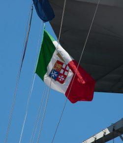 Giornata della Marina Militare: alle FREMM Alpino e Carabiniere la Bandiera di Combattimento