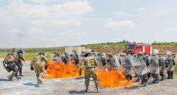"""MNBG-W, KFOR: """"fire phobia training"""" a Camp Slim Lines per una compagnia italiana in addestramento congiunto"""