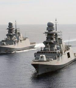 Marina, Mare Sicuro: cambio al comando, al contrammiraglio Torresi subentra il collega Pacioni. La FREMM Alpino unità di bandiera del Comandante