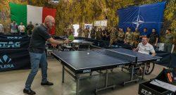 """Difesa:al MNBG-W KFOR torneo di tennistavolo e visita del SSSD on Alfano. Il ten col Paglia: """"Sport arma che unisce i popoli"""""""