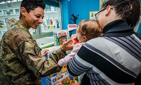 Solidarietà: il NIWIC di NRDC-ITA dona giocattoli alla Pediatria di Legnano