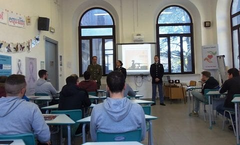Scuola Sottufficiali Esercito: continuano le conferenze di orientamento nelle scuole superiori del Viterbese, info team al Da Vinci e al Savi